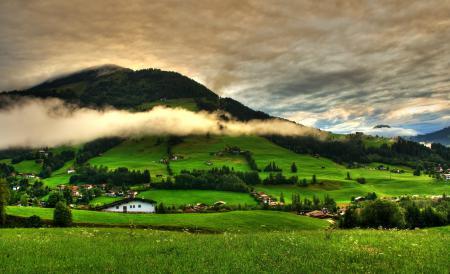Обои горы, холмы, поля, деревня