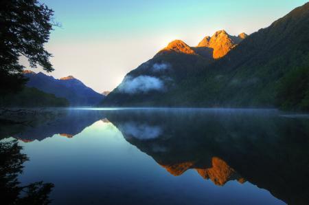 Обои гора, вода, отражение