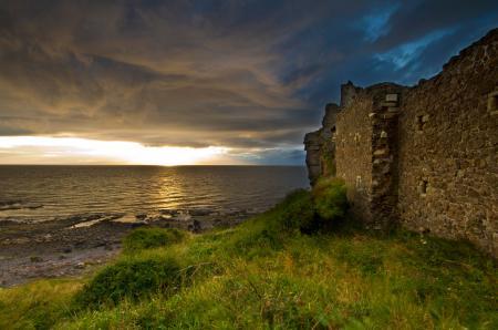 Картинки неьо, туча, море, крепость