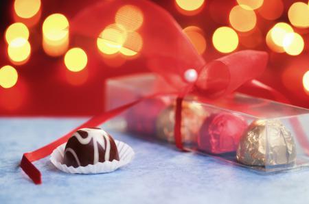 Обои конфеты, коробочка, лента, подарок