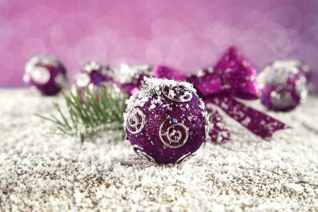 Фотографии шарики, фиолетовые, узоры, снег
