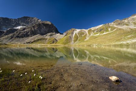 Обои озеро, вода, горы, холмы