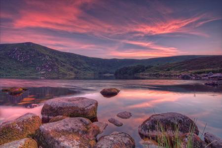 Фотографии холмы, озеро, камни, облака