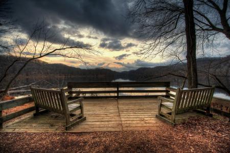 Фото озеро, веранда, скамейки, горы