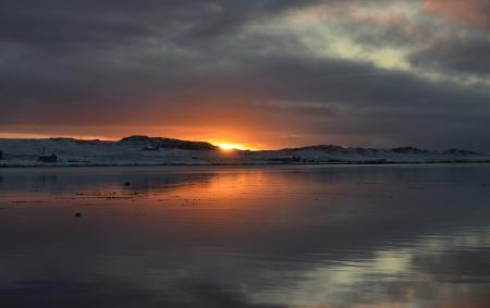 Фото озеро, дома, солнце, закат