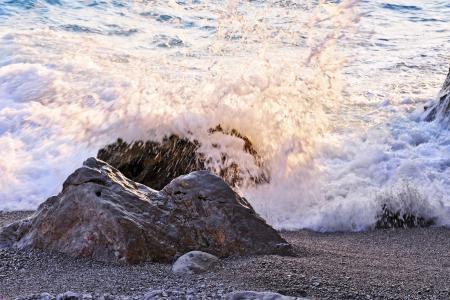 Фото море, пляж, камни, волна