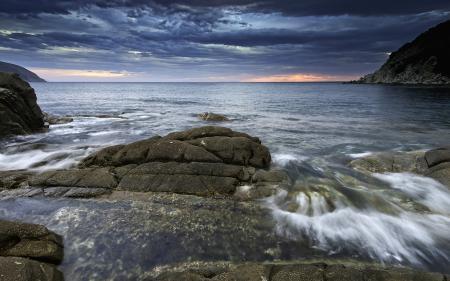 Обои море, залив, берег, камни