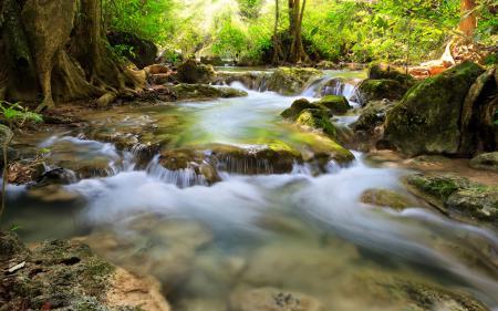 Заставки лес, камни, река, водопады