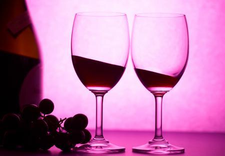Заставки бутылка, бокалы, виноград, вино