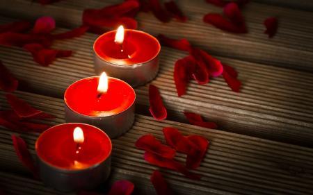 Фото лепестки роз, ароматические свечи, красный цвет, романтика