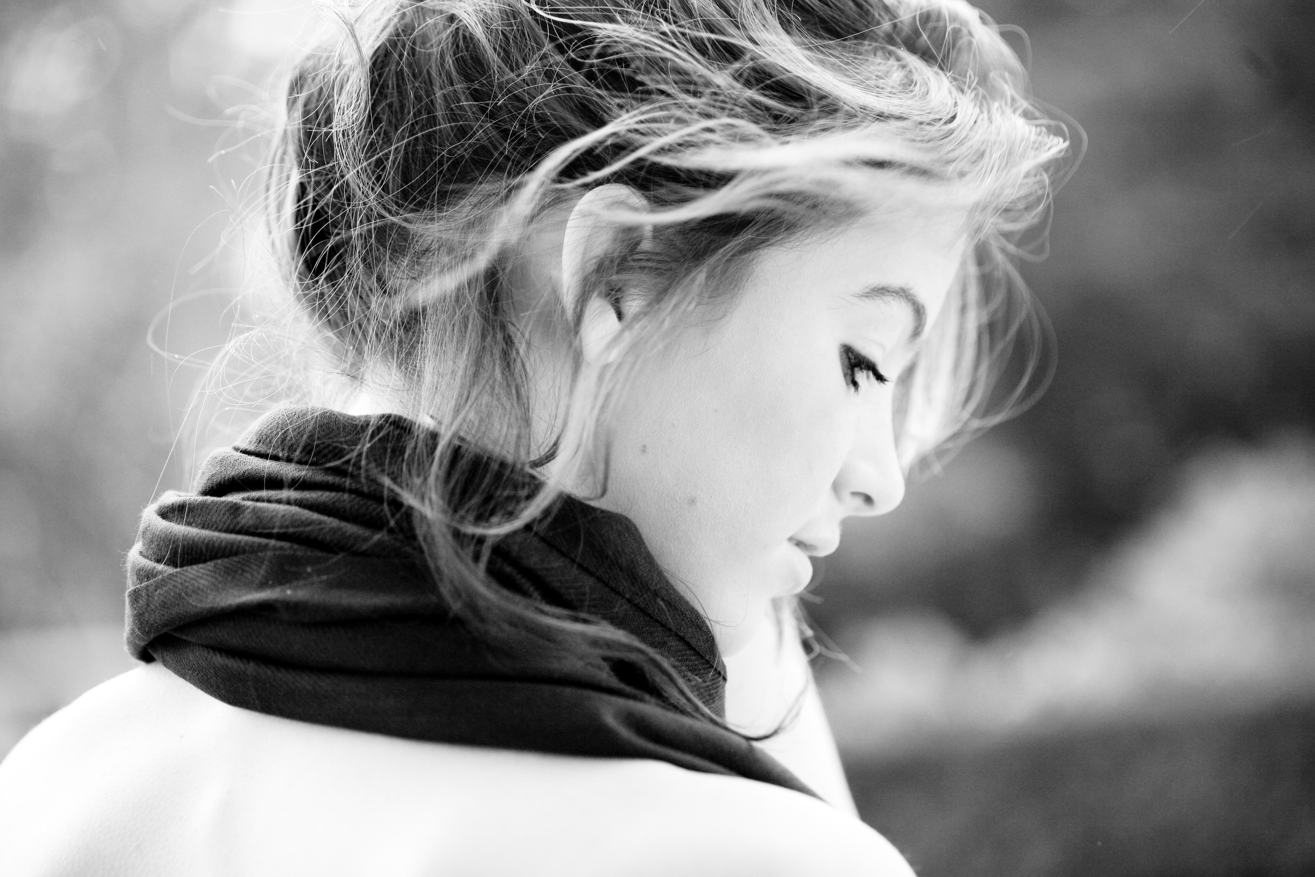 Чёрно белые фото обычных девушек 5 фотография