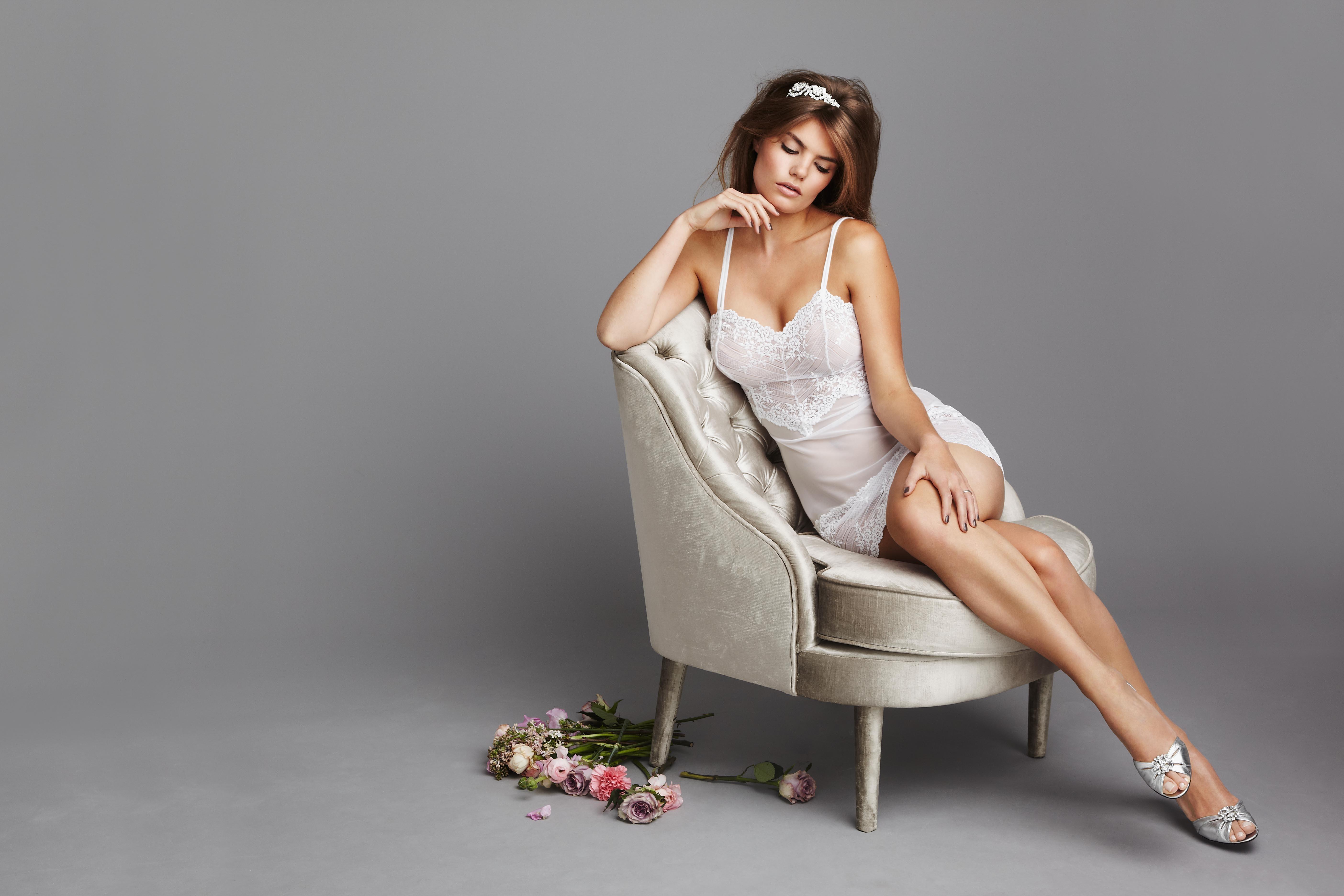 Фото на кресле девушки 5 фотография