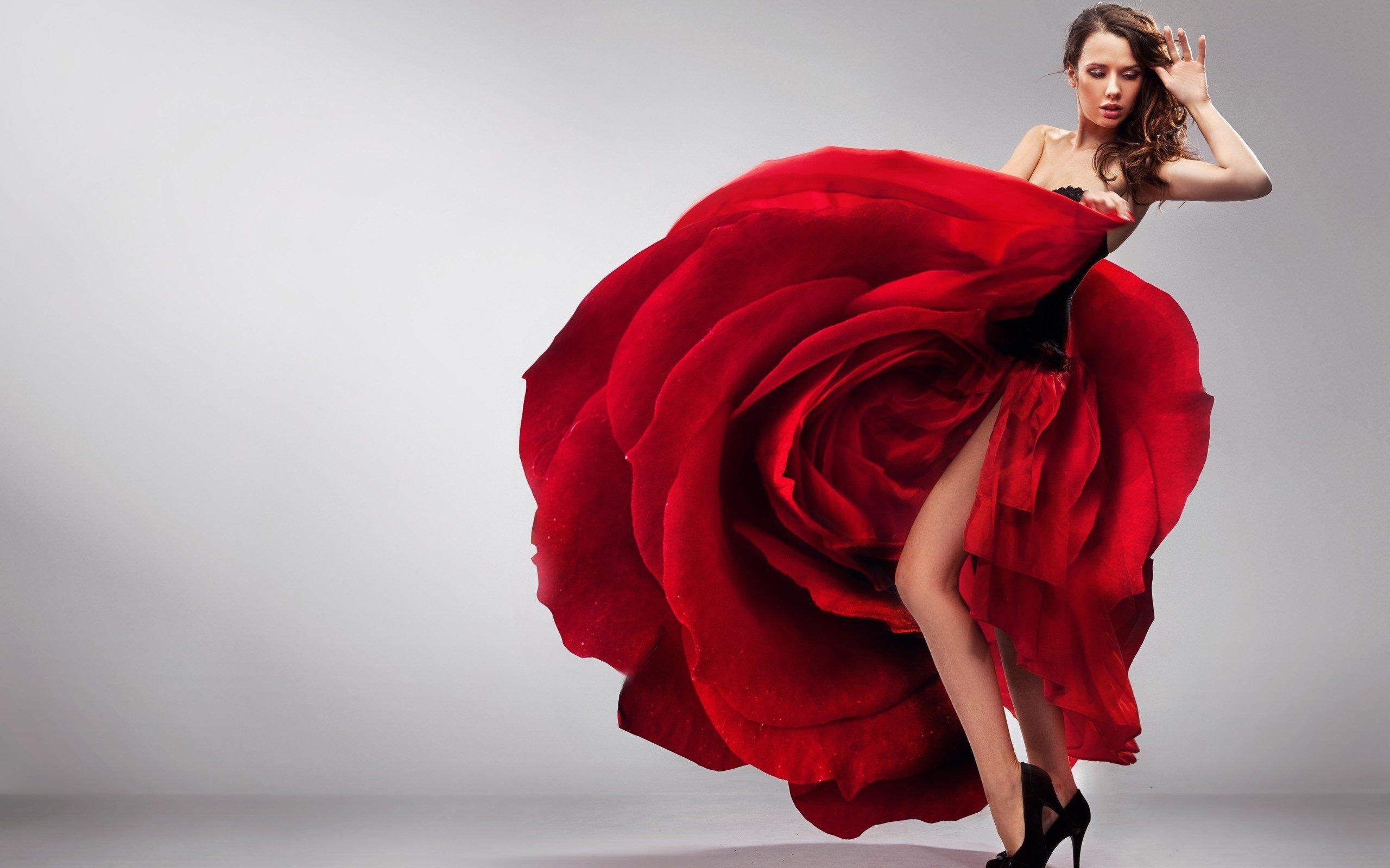 Обои платье роза красного цвета