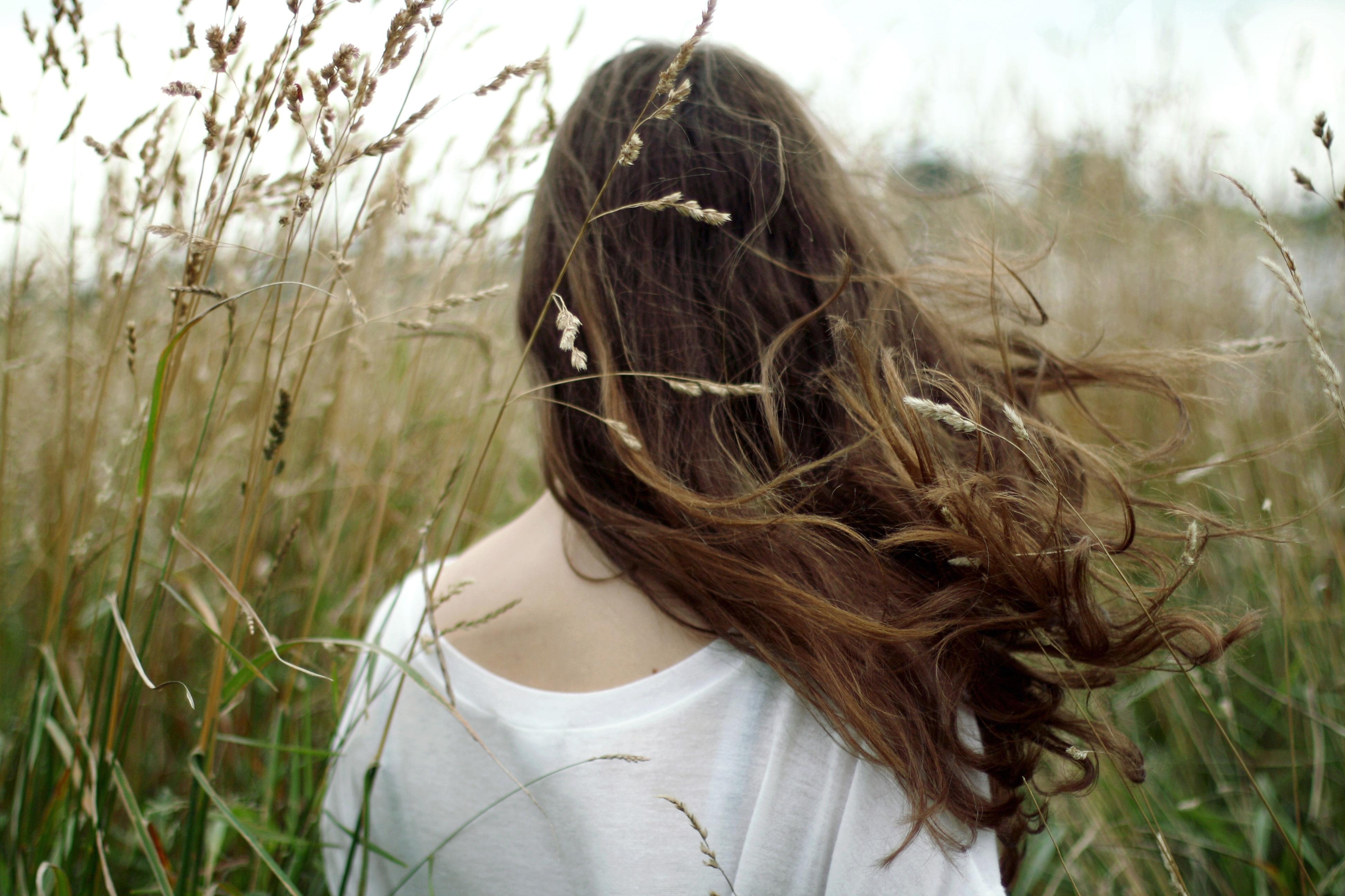 Фото девушек со спины шатенки 14 фотография