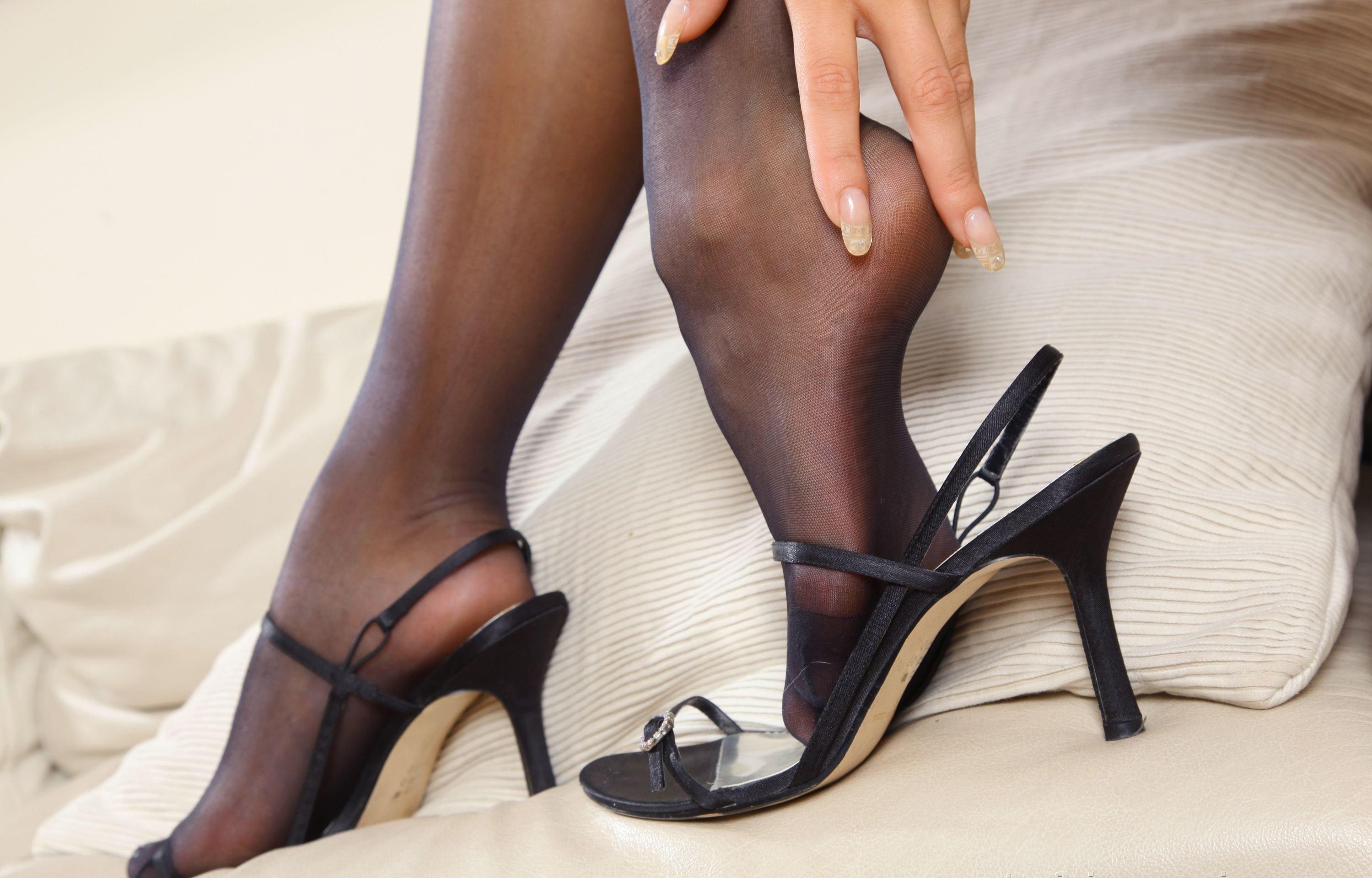 Фото в колготках и туфлях 2 фотография
