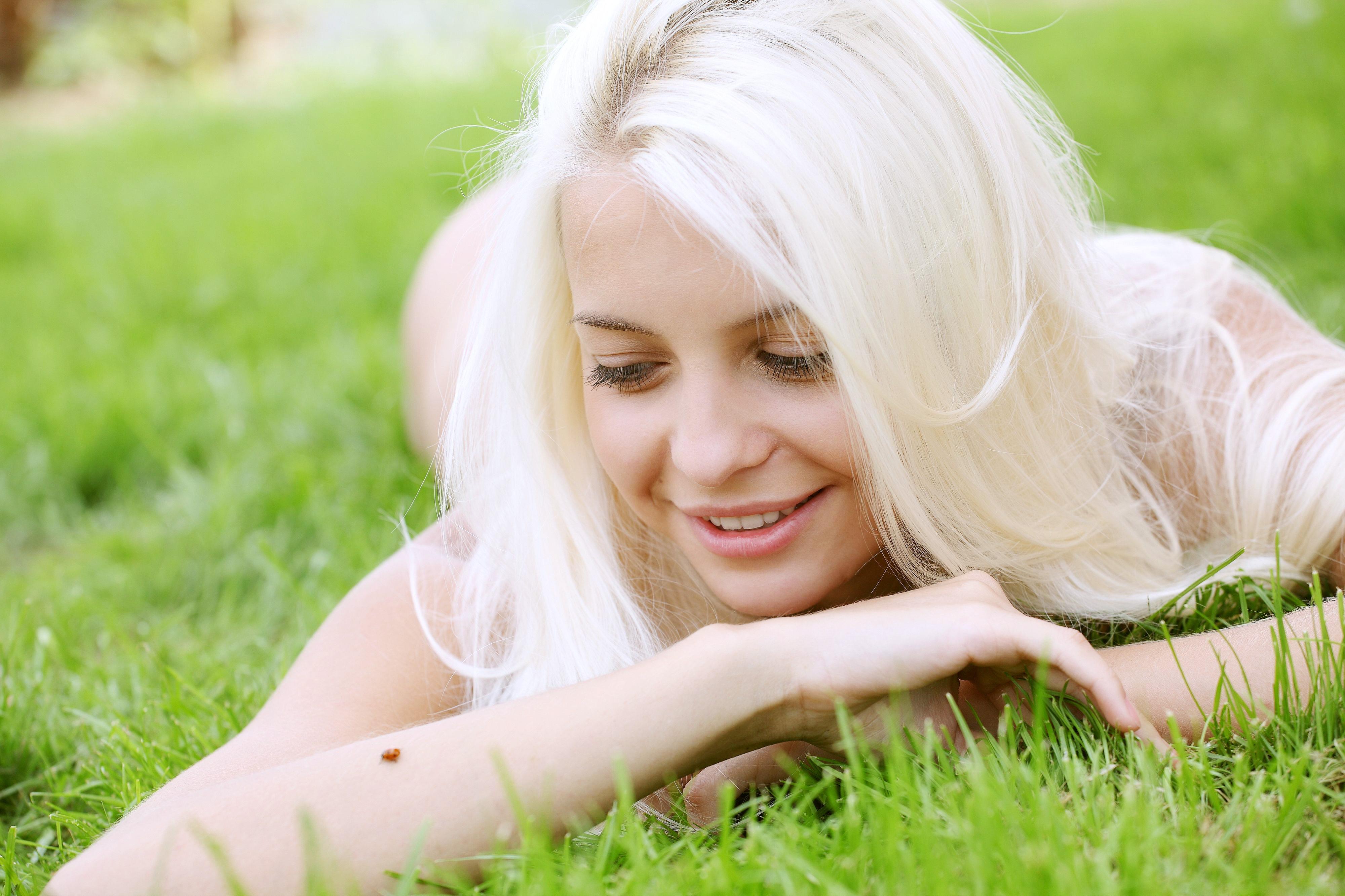 Фотографии одной красивой девушки блондинки 16 фотография
