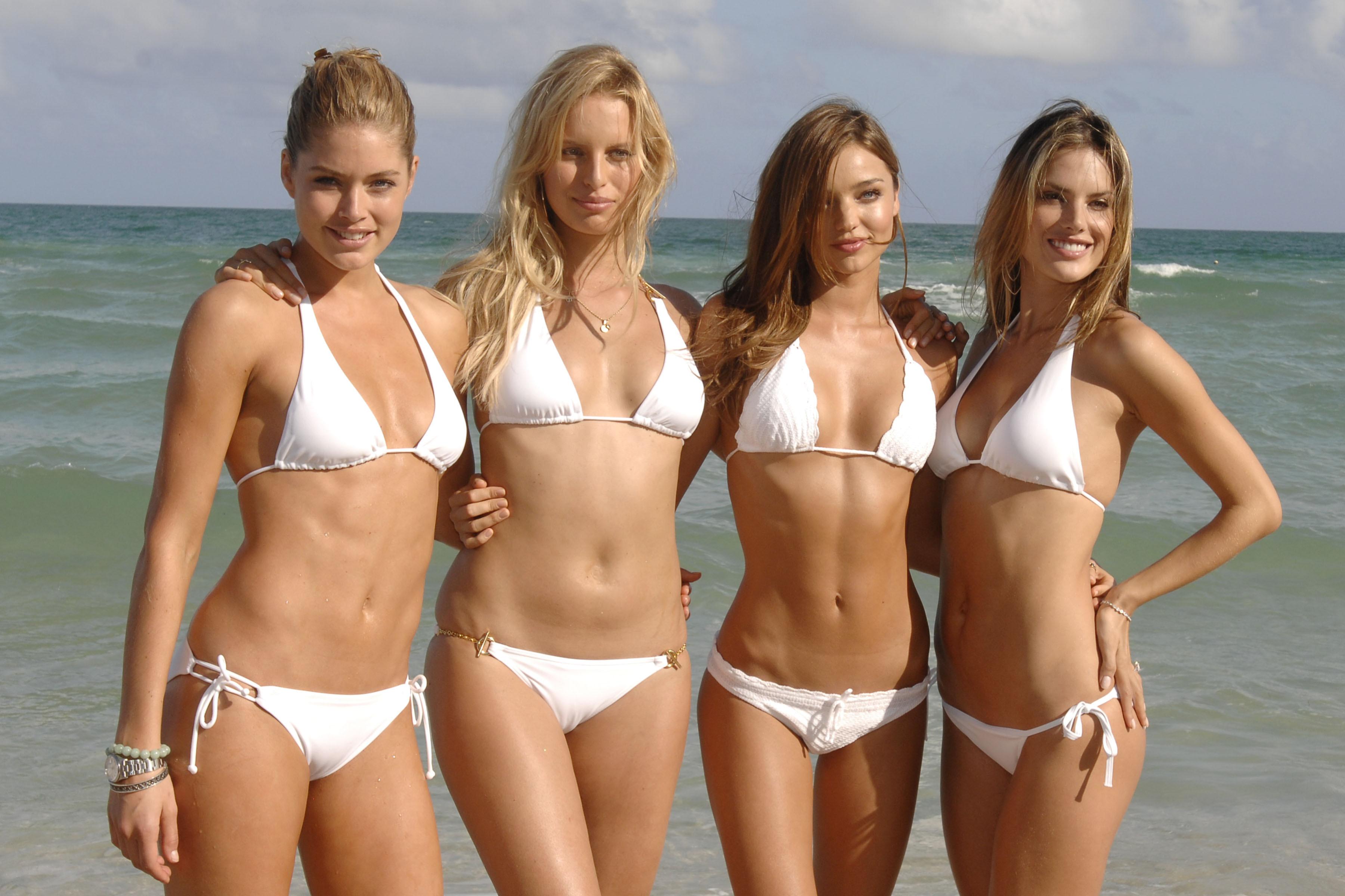Супер модели в бикини 12 фотография