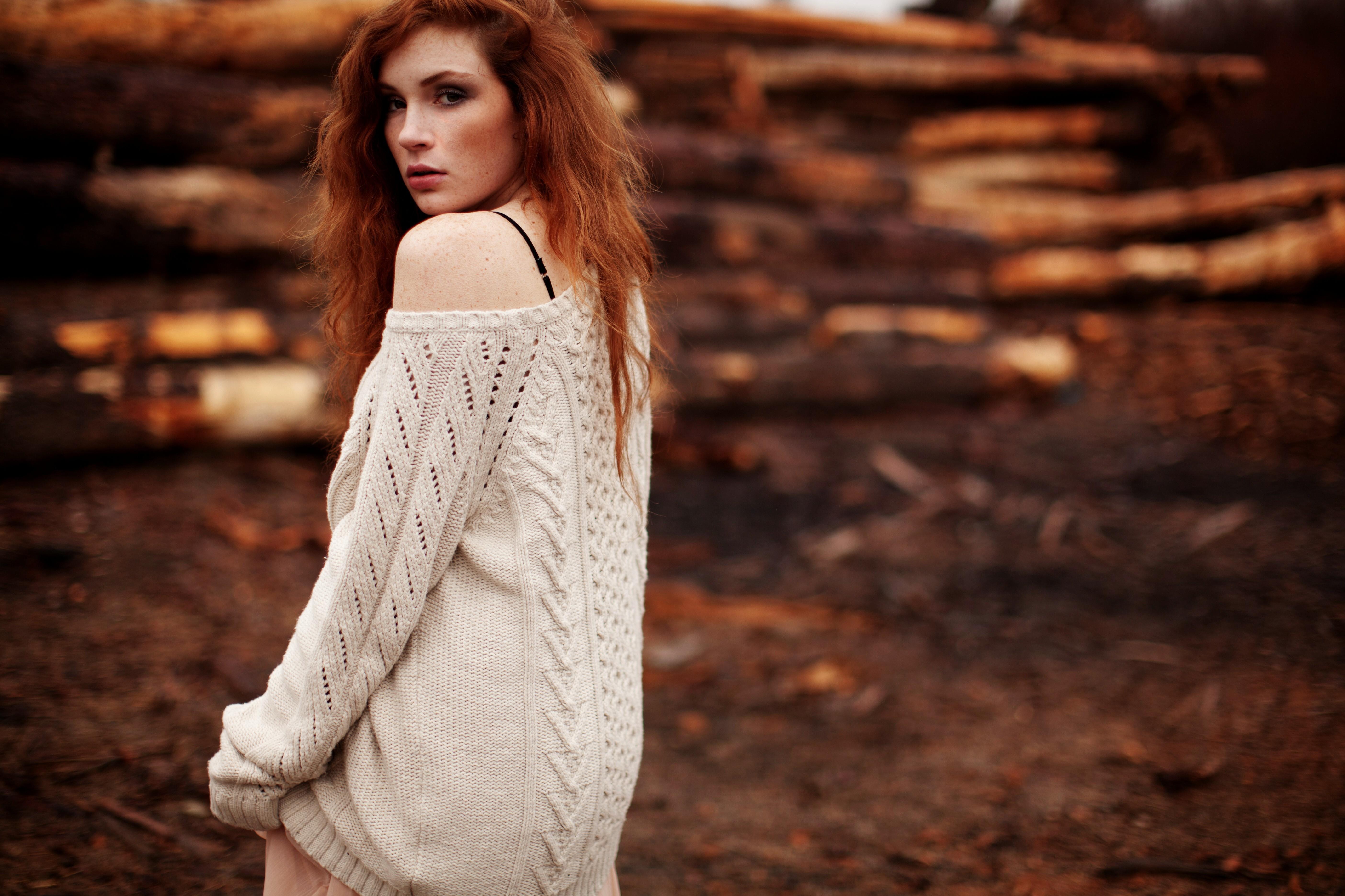 Фото в одном свитере 11 фотография