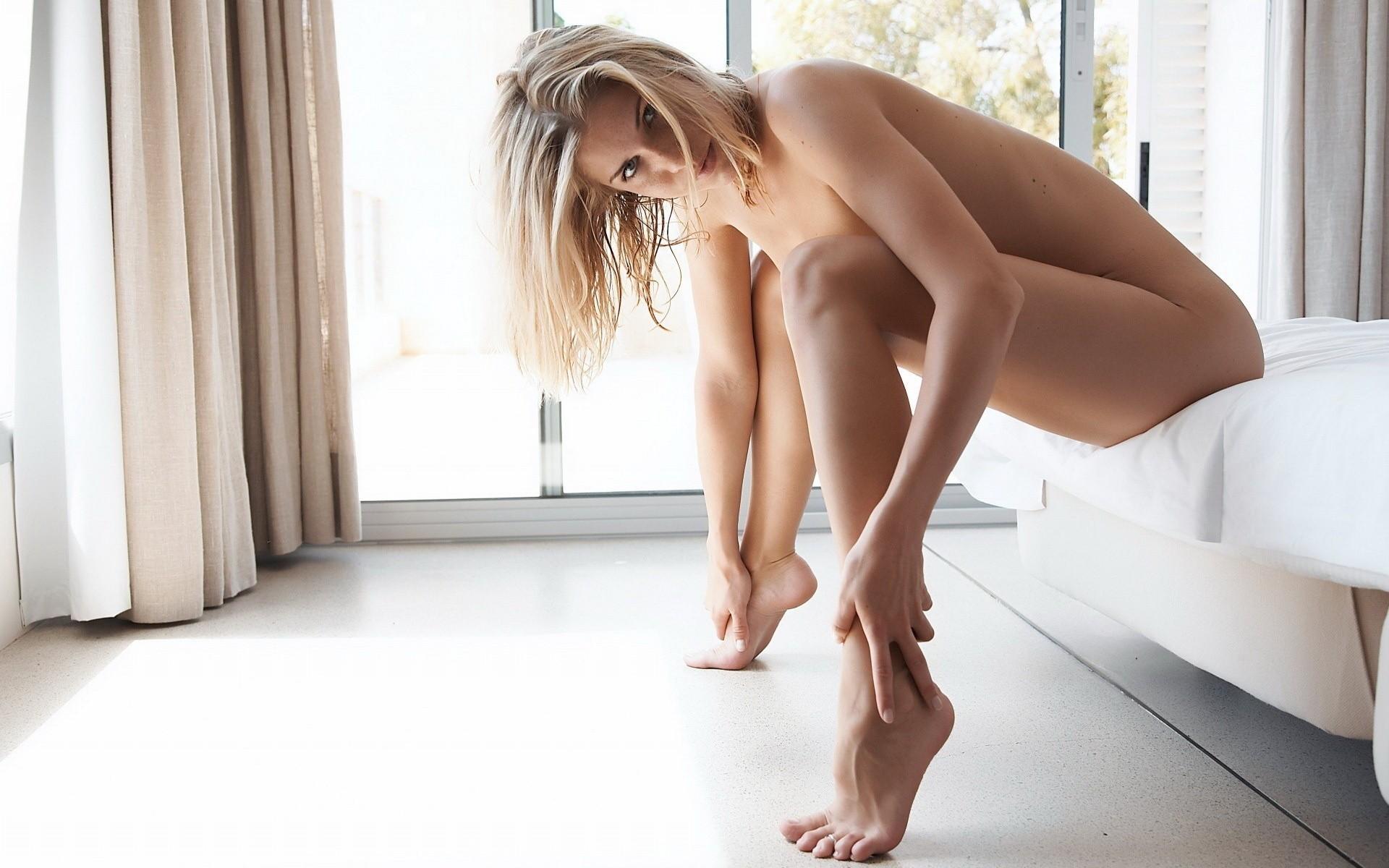 Фотографии голых через окна 28 фотография