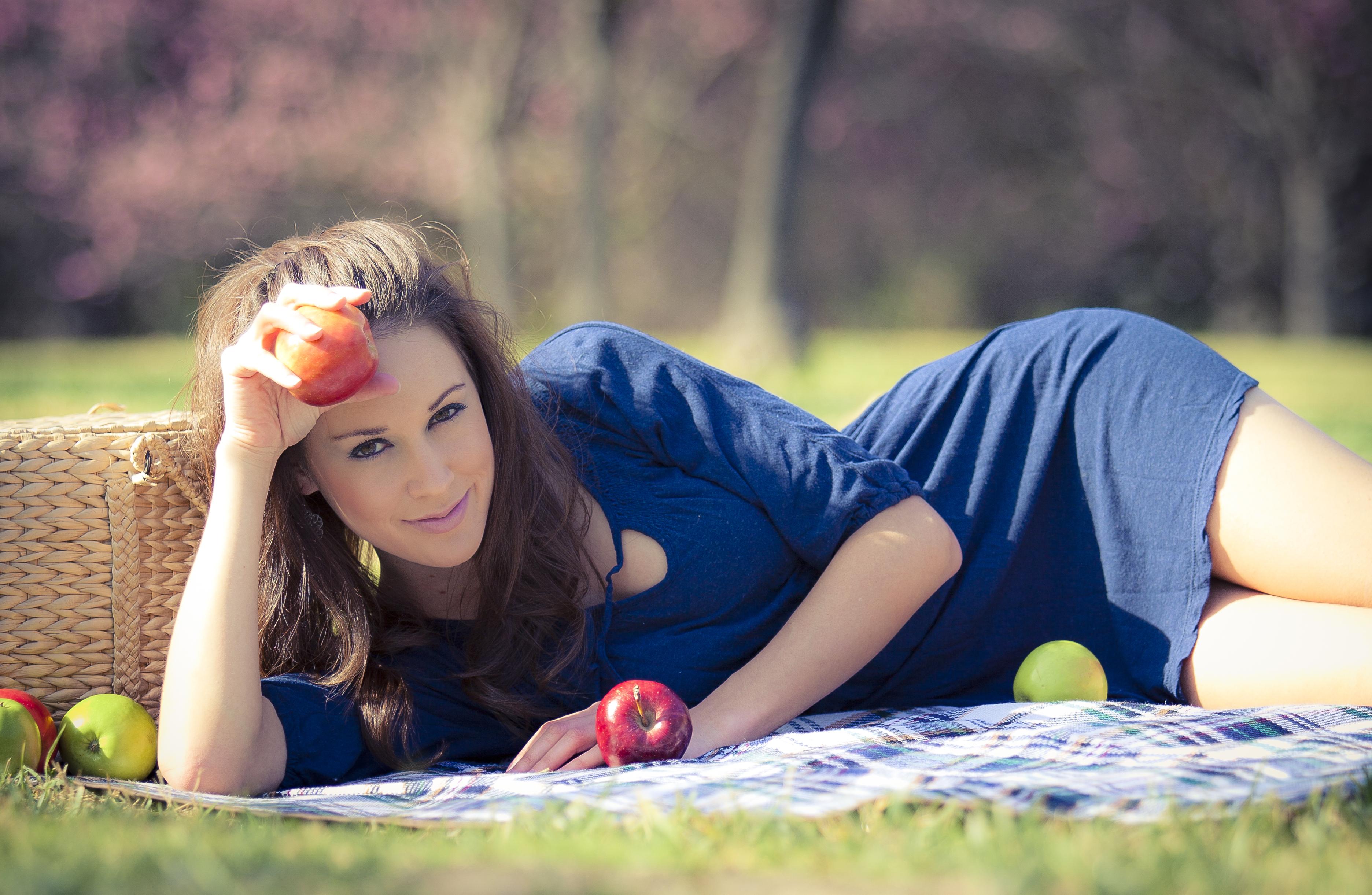 Фото голых девочек на пикниках 6 фотография