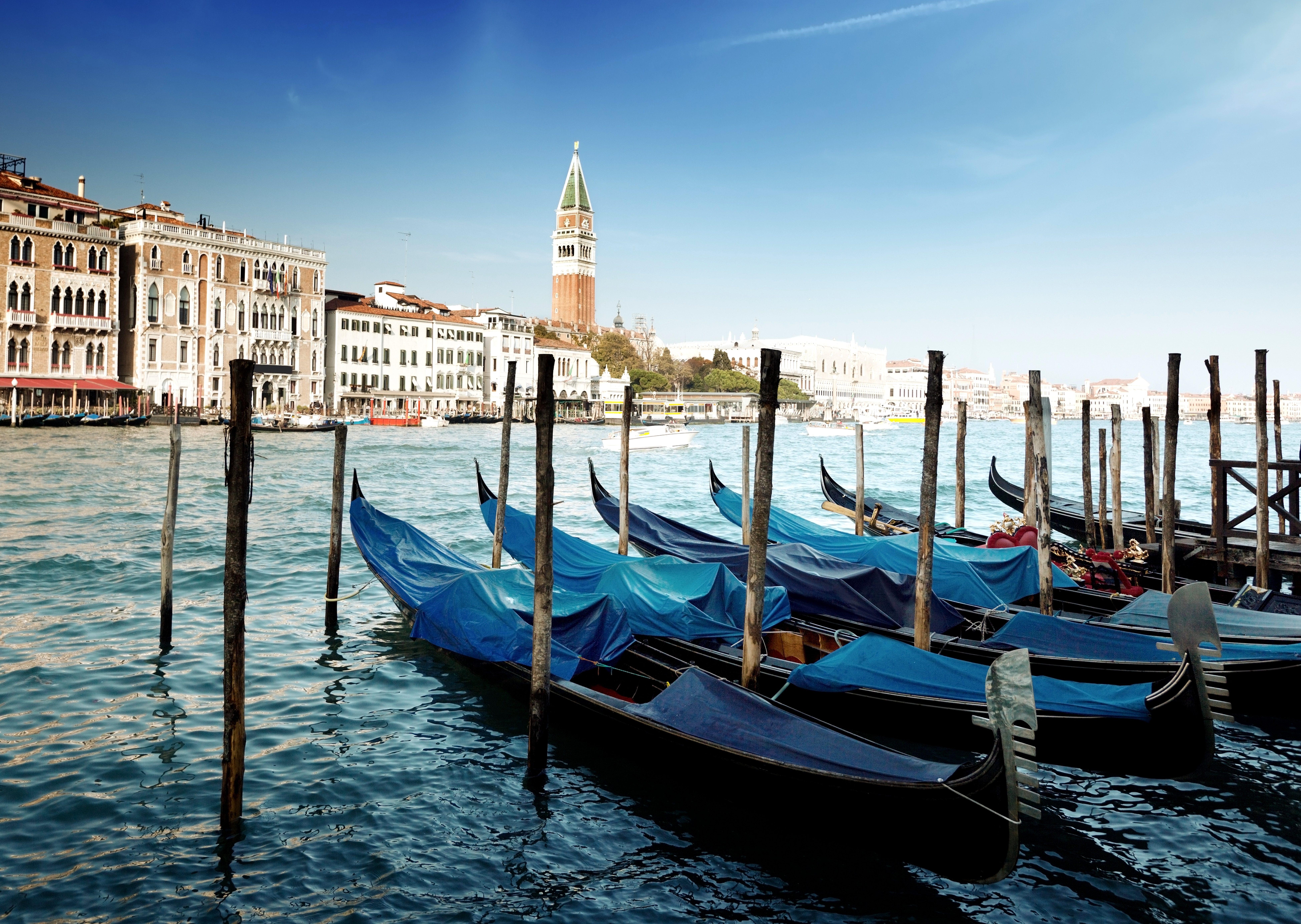 Обои гондолы на причале, город Венеция ...: xorst.ru/oboi?view=detail&id=3528