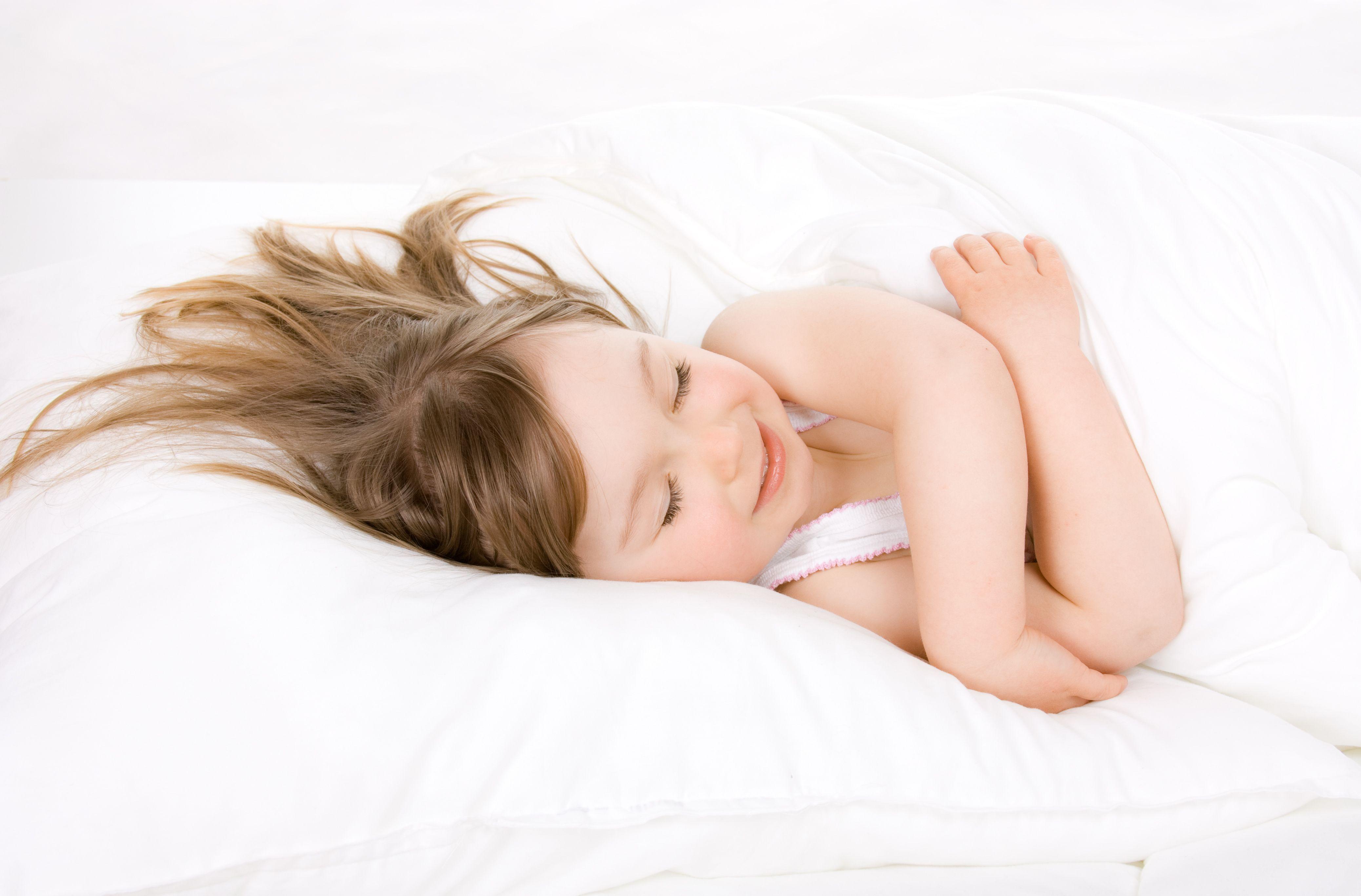 Фото девочки в постели 24 фотография