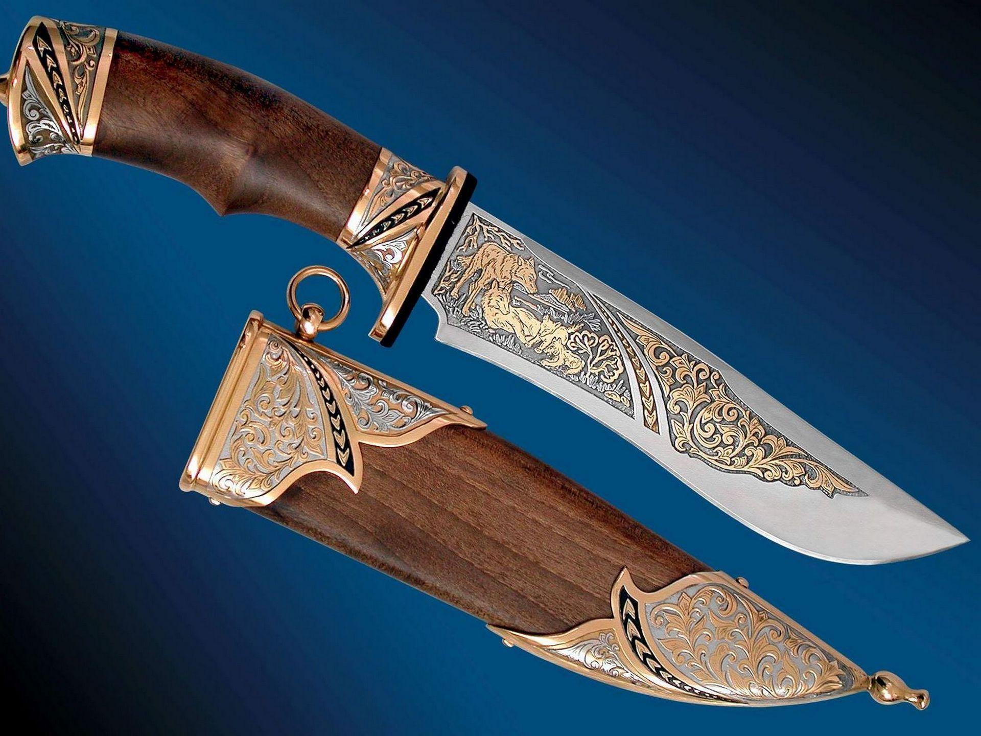 Обои охотничий нож скачать на рабочий стол, фото гравировка на лезвии
