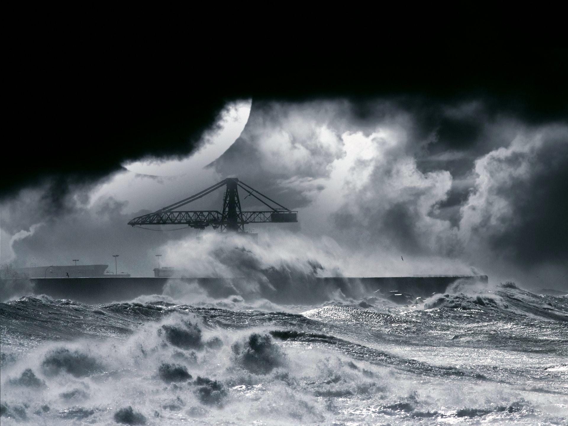 Обои шторм на море скачать на рабочий