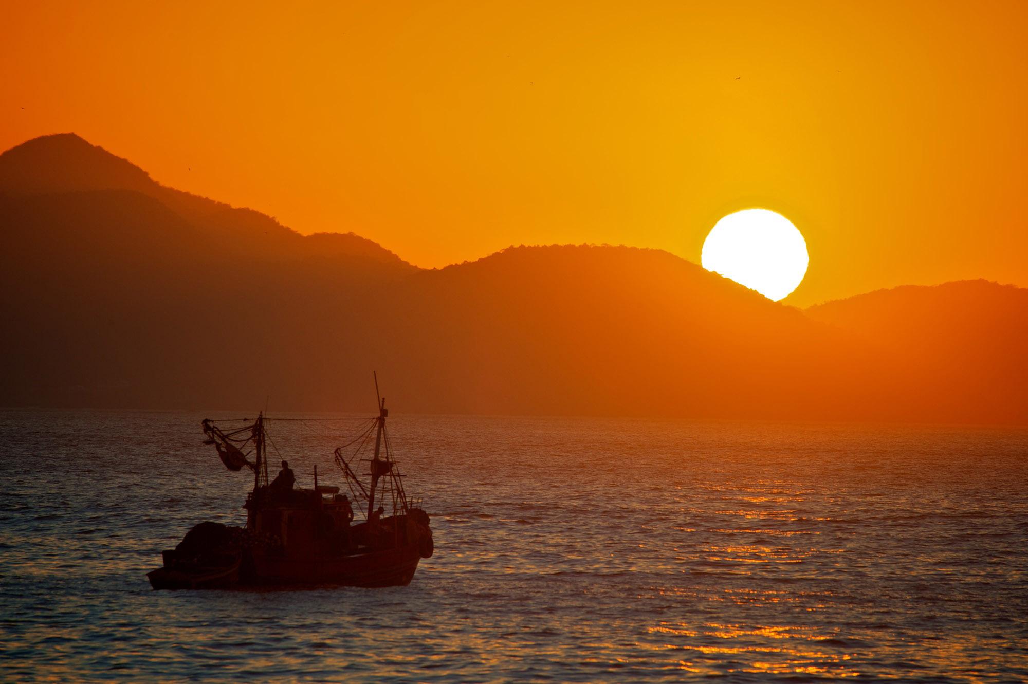 Фотографии китай корабль море закат