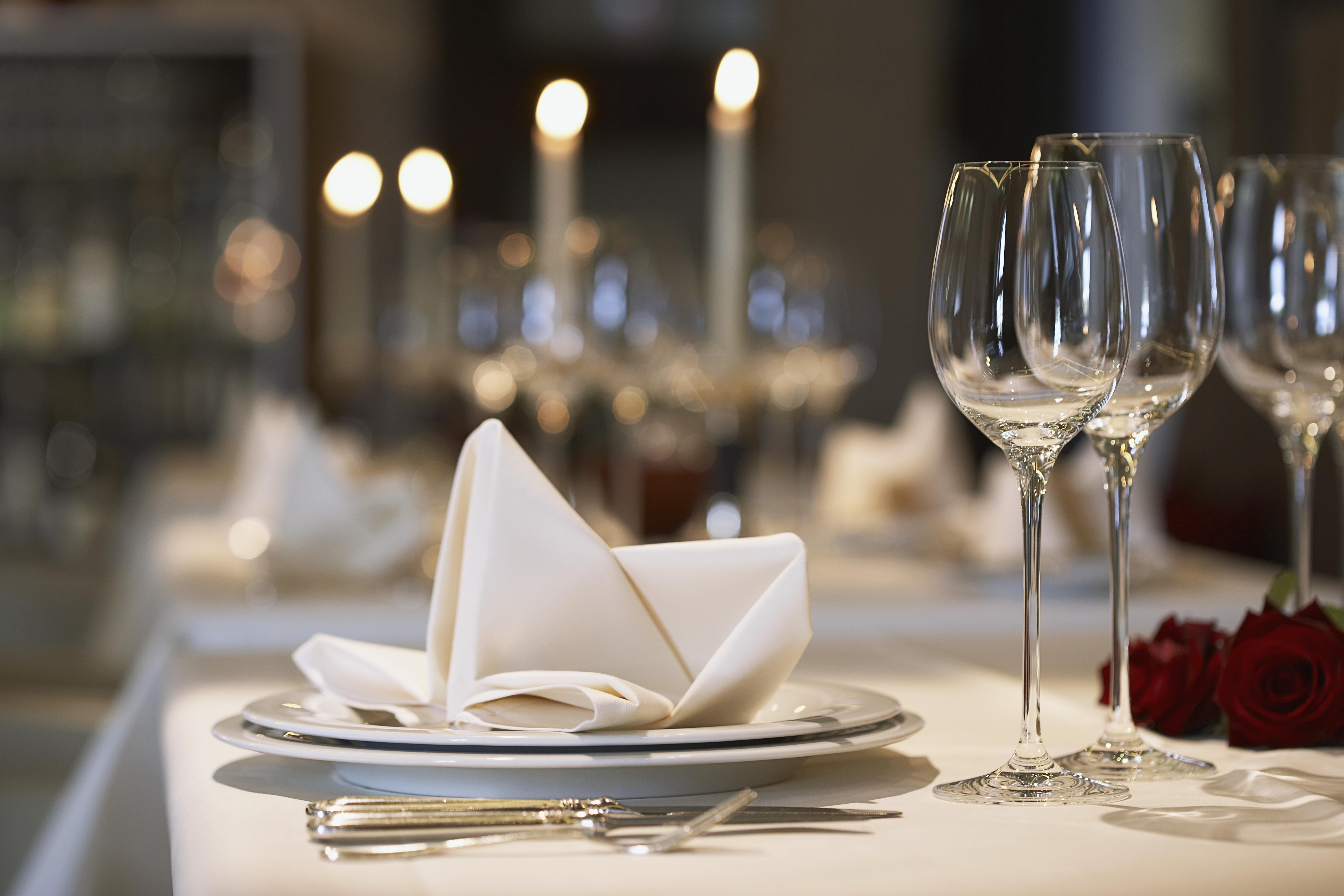 Обои тарелка, стол, свечи. Разное foto 15