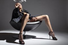 Картинки Кресло скачать на рабочий стол, фото Девушка