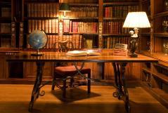 Картинки интерьер старинный скачать для рабочего стола, фотографии стол в библиотеке