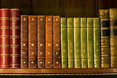 Обои старые книги скачать на рабочий стол, заставки на полке